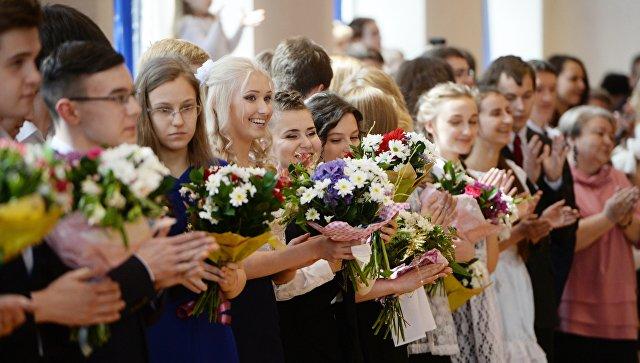Возьми кредит-собери ребенка на выпускной: Васильева призвала ограничить школьный выпускной торжественной линейкой