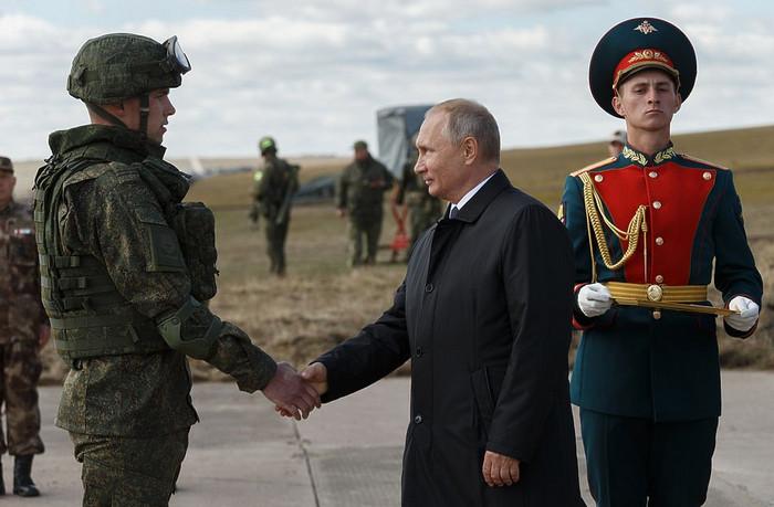 Почему крупнейшие за 37 лет военные маневры России Запад назвал «триумфом Путина»