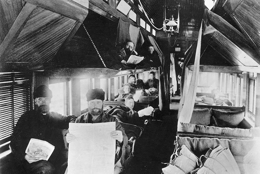 Пассажиры туристического вагона Канадской Тихоокеанской железной дороги. Канада, 1875