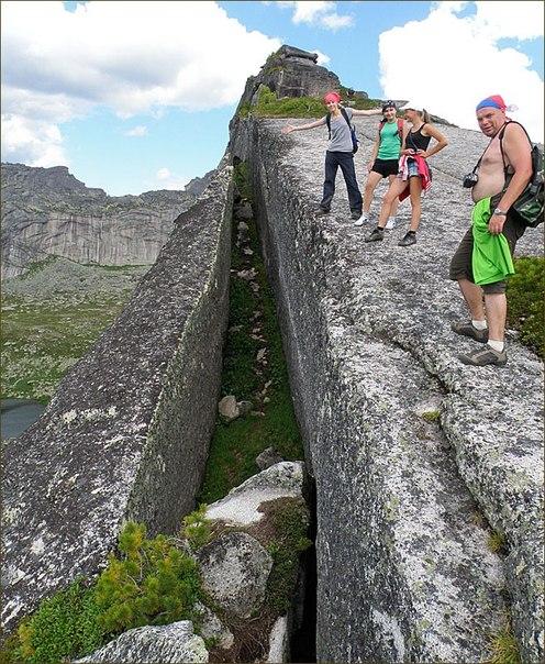 Каменная стена в природном парке Ергаки.