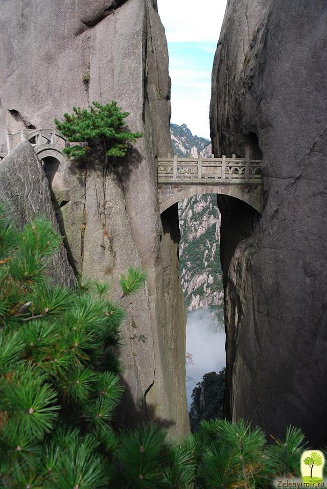 Мост бессмертных на горе Хуаншань в Китае