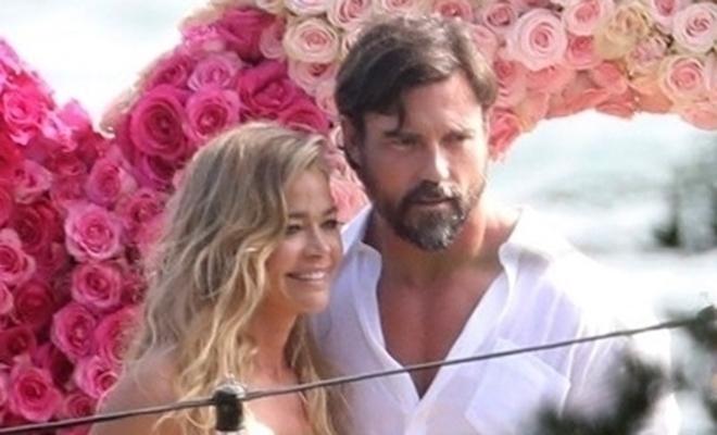 Дениз Ричардс и Аарон Файперс поженились в Малибу: фото