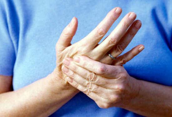 Делайте эти упражнения для рук утром, чтобы облегчить боль при артрите в ваших запястьях и пальцах