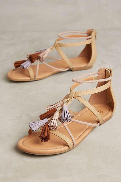 Шикарная подборка летней обуви: 15 самых модных вариантов босоножек без каблука