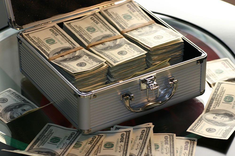Очень деньги нужны. Запад раскулачивает ещё несколько «постсоветских миллиардеров»