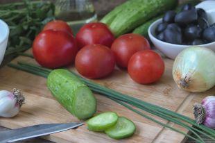 Неправильный салат. Почему огурец лучше есть отдельно отпомидора