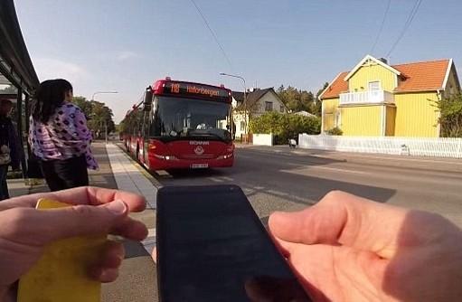 Швед бегом обогнал городской автобус (ВИДЕО)