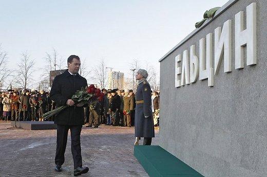Страна, ставящая памятники Ельцину и Солженицыну, воевать с Западом не будет!