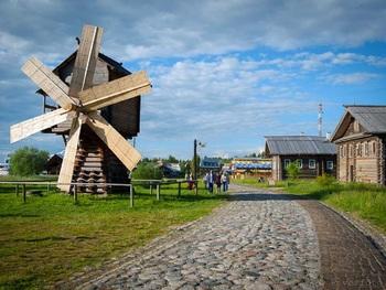 Деревянная Баба-Яга убила мальчика в Ленинградской области