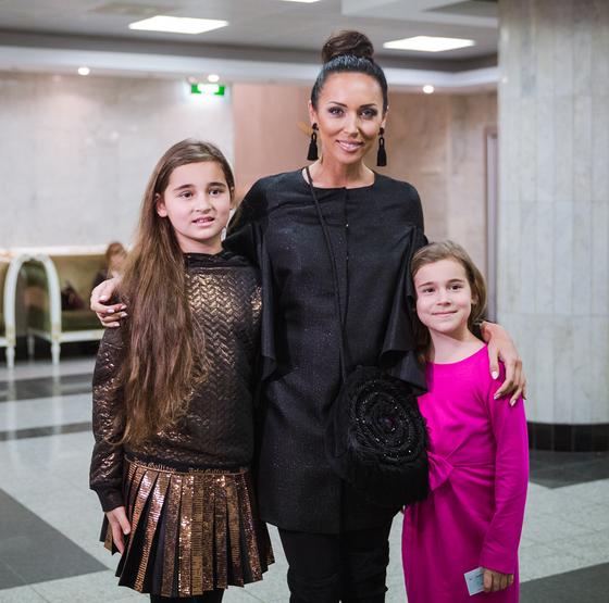 Алсу с дочерьми Микеллой и Сафиной Абрамовыми