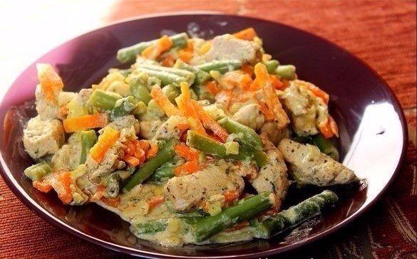 Летом так хочется чего-то легкого — Курица со стручковой фасолью и овощами в сливочном соусе