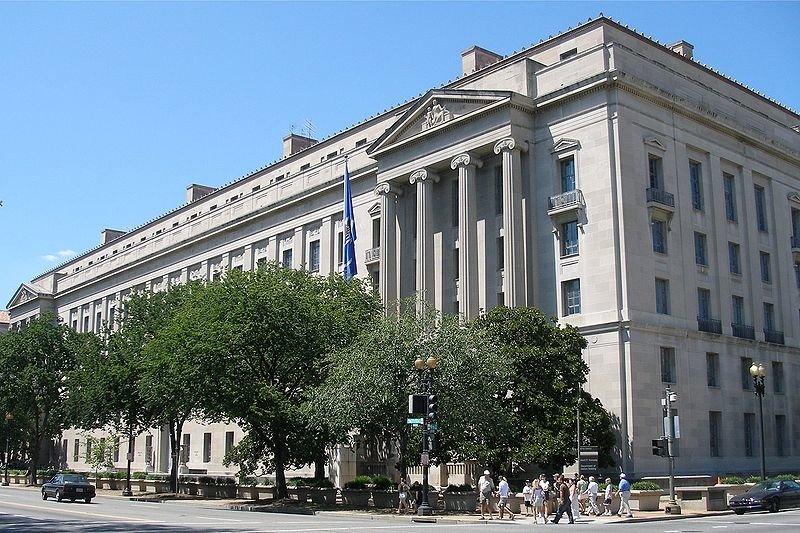Минюст США обвинил бухгалтера ФАН во вмешательстве в выборы