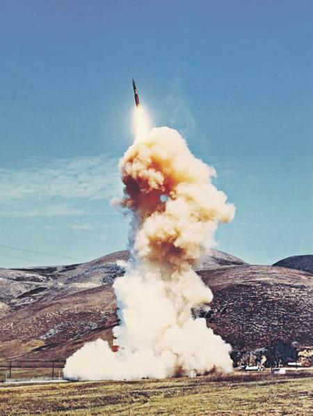 "Пентагон грозит врагам ""адаптивной"" атомной дубинкой"