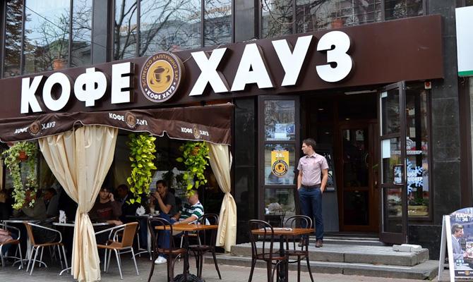 Крупнейшая российская сеть сократила количество кофеен в Киеве в четыре раза