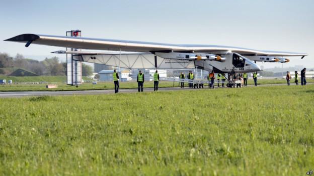 Новый самолет на солнечной энергии совершил первый полет
