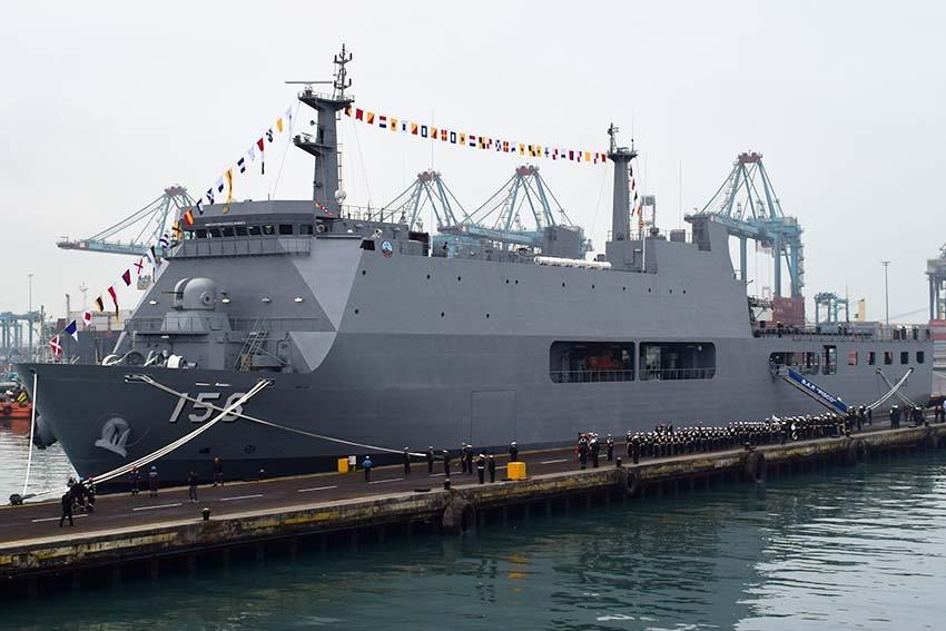 Первый перуанский десантный вертолетный корабль-док введен в строй