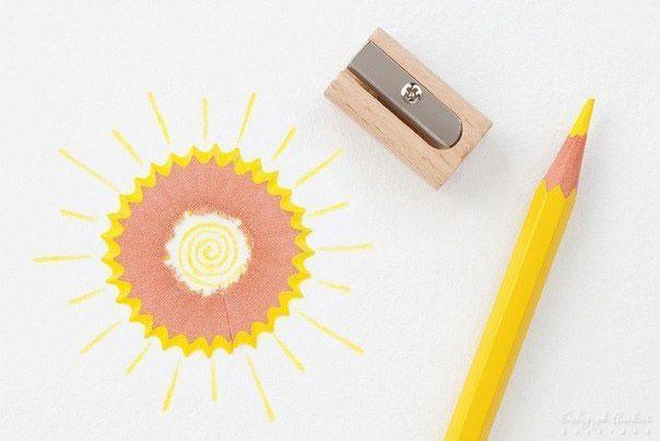 Поделки из стружек от цветных карандашей. Займитесь с внуками.