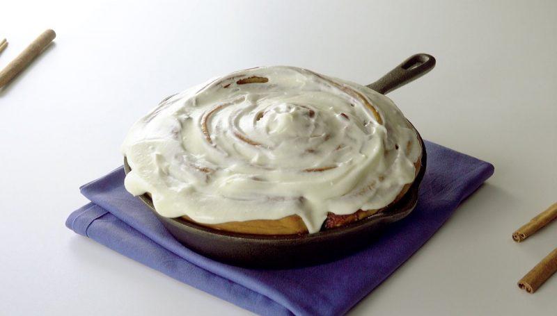 Гигантская «Улитка»с корицей и кремом: простой и очень вкусный рецепт