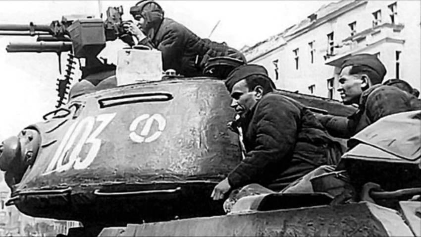 Вперёд, в штыки, за коммунизм!