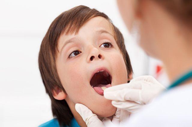 Как обработать ребёнку полость рта?