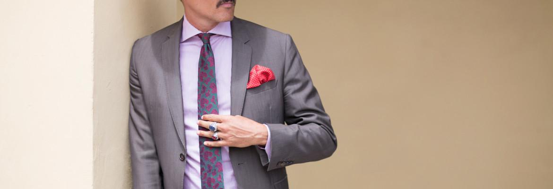 Нагрудный платок-паше: история появления, как носить и правильно сочетать