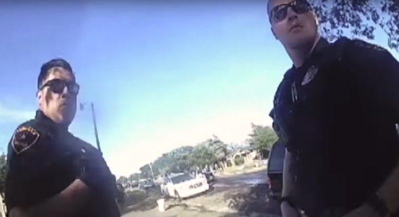 Толпа начала расходиться только после того, как один из мужчин полицейских вызвал подкрепление видео, водная битва, полиция, сша