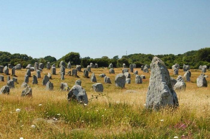 Карнакские камни – самое большое в мире скопление мегалитических сооружений