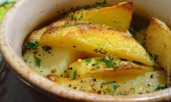 Картошка в горшочках с курицей в сметанном соусе рецепт
