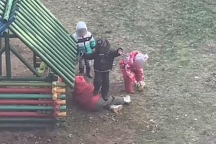 Девочку побили в саду — не перебор сажать воспитателя детсада на три года?
