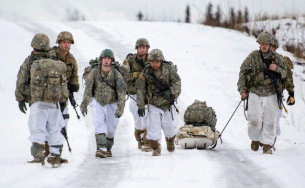 «РУССКАЯ ЗИМА НАПУГАЛА ОККУПАЦИОННЫЕ ВОЙСКА НАТО»: СНЕГ ЗАСТАЛ АЛЬЯНС ВРАСПЛОХ