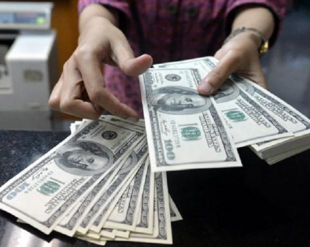 Bloomberg: Катар заблокировал операции с долларом
