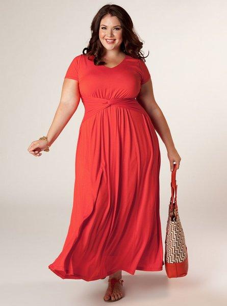 Красивые и удобные платья для дам с формами