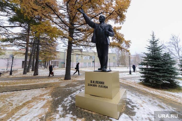 Россияне выступили за снос советских памятников