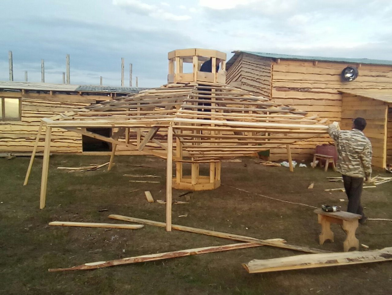 Тольяттинский фермер готовится покорить космос на деревянной летающей тарелке