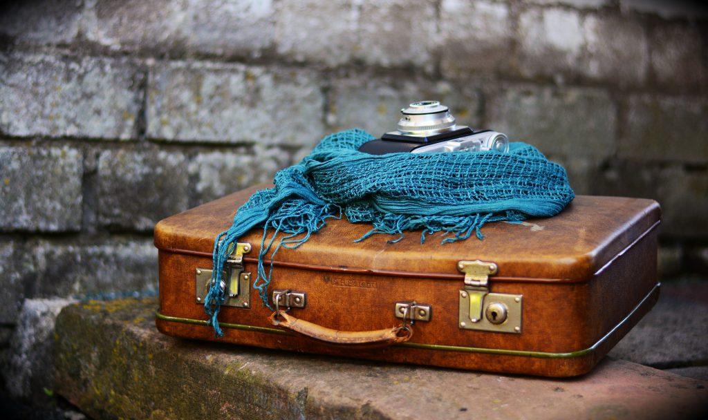 В пятьдесят лет — с чемоданом к маме?
