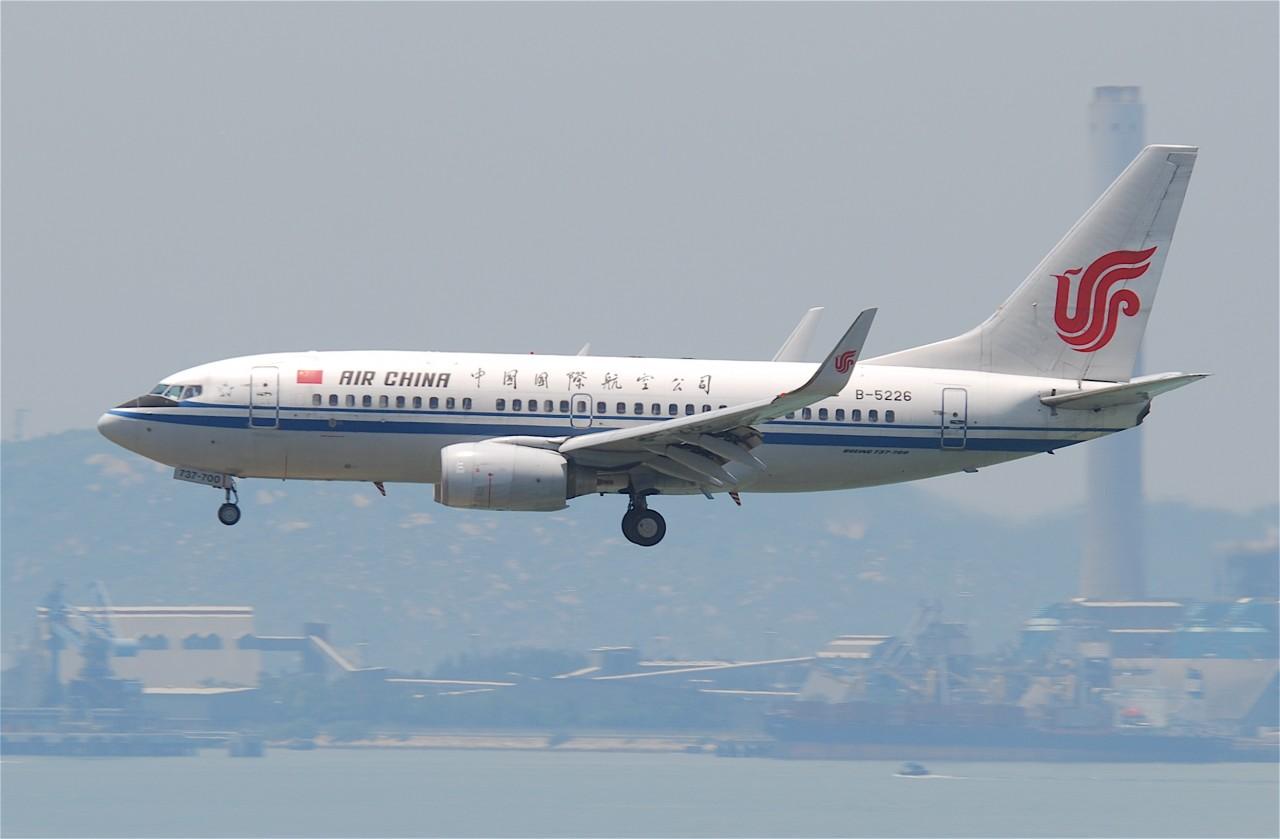 Пилот самолета закурил вейп. И по ошибке оставил пассажиров без воздуха