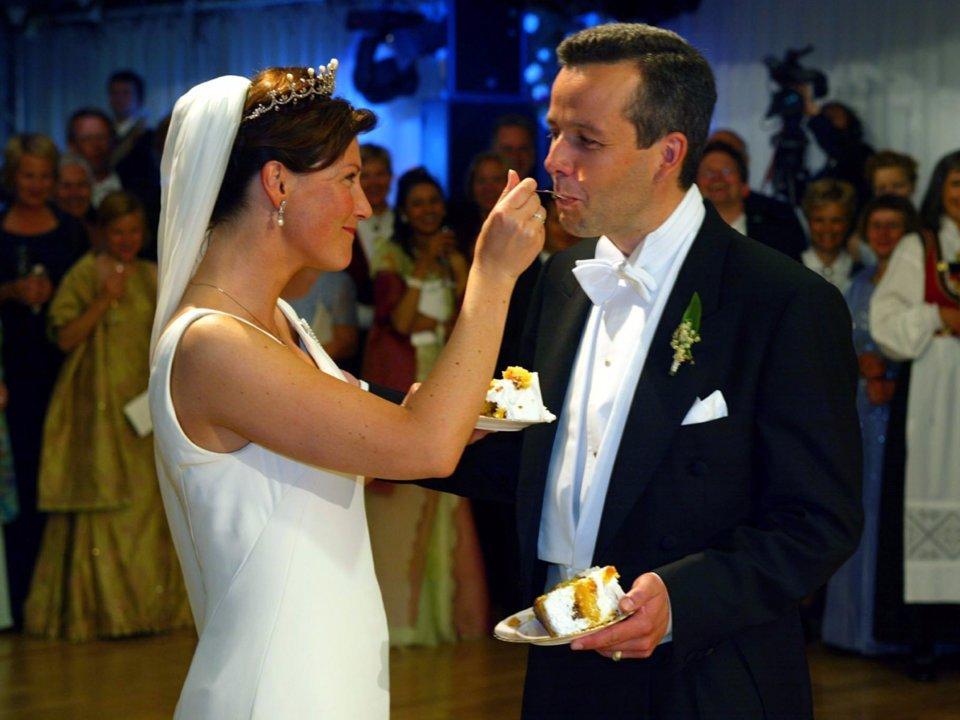 Подборка поразительных королевских свадебных тортов
