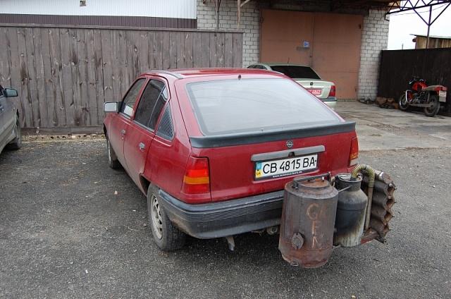 Альтернатива бензину: украинский Opel на древесном топливе