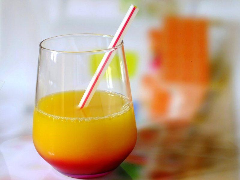 Апельсиновый сок и овощи помогут мужчинам сохранить память