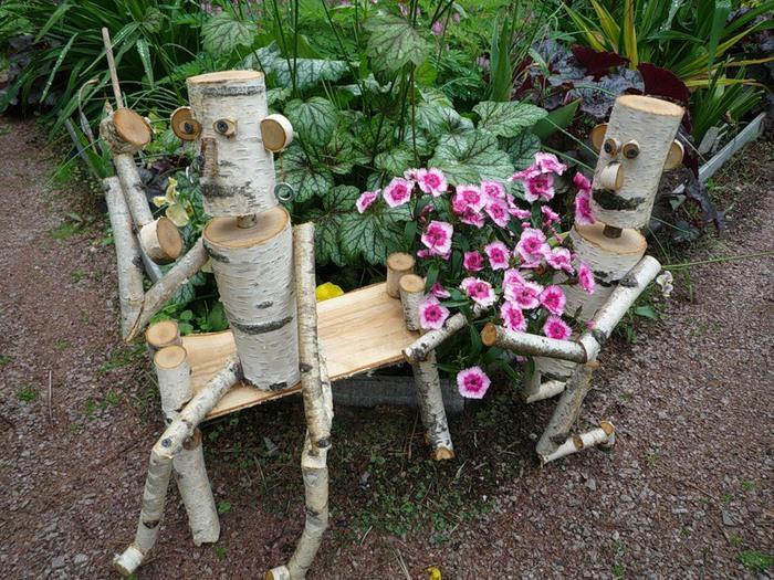 Поделки из дерева для украшения сада своими руками