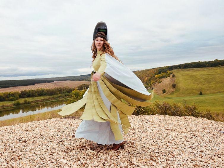 """""""Королева сварки"""" из России, делающая стильные сумочки и скульптуры из обычной арматуры"""