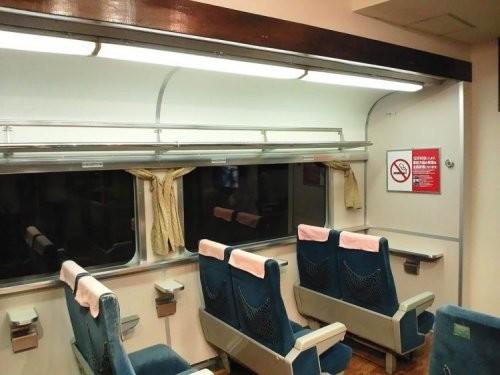 Энтузиаст из Японии сделал из своей комнаты точную копию вагона поезда