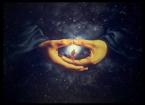 """Творец готов дать нам сколько угодно подарков. Он требует только одного: чтобы у нас было к ним желание, иначе мы не почувствуем подарка. Если человеку приносят подарок, который ему не нужен, он не почувствует в нем никакой ценности.  Поэтому мы обязаны достичь потребности и тогда обнаружим, что подарок уже есть – он прямо около нас, в воздухе. Вокруг нас все заполнено подарками, вы просто не видите и не представляете, что тут происходит. Все уже есть – нет только желания!  Это все равно, что я снимаю очки и ничего без них не вижу перед собой. Как же можно в таких условиях дать человеку какой-то подарок? Высший свет пребывает в абсолютном покое, но подарок свыше раскрывается в желании, подходящем свету. Подготовь свое желание и подарок раскроется.   Незачем просить Творца: """"Дай мне, дай!"""" Как только я начну готовить свое  желание, я обнаружу, что неспособен это сделать, и тогда попрошу Творца: """"Помоги мне сформировать желание для подарка, который Ты мне приготовил"""". И Творец поможет.  Но пока я не сформировал желание, я не почувствую подарка. Желание должно точно соответствовать подарку, свету. Освобождение не придет, пока у меня нет цельного желания,  потребности в Творце, в Господине мира, нет ощущения изгнания. Разлука с Творцом – это для меня смерть! Он обязан появиться в моем мире, иначе я не смогу достичь того, что мне так необходимо.  Если у меня нет такого ощущения изгнания, то как может прийти освобождение?  Как может раскрыться подарок, если у меня нет в нем потребности? Я обязан ощутить, что смертельно хочу отдавать, и не способен этого достичь, поэтому мне необходимо спасение, раскрытие величия Творца.  Мне нужно не раскрытие Его самого, иначе я начну наслаждаться Им эгоистически – а ощущение Его величия. Это то, что я прошу! Так же, как сейчас мне важно поехать в отпуск отдохнуть на пляже, я должен все время думать об отдаче и понимать, что для ее достижения мне необходимо величие Творца.  Мое желание обязано принять форму, подходящую для раскрытия Твор"""