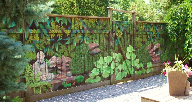 Как задекорировать забор на даче своими руками