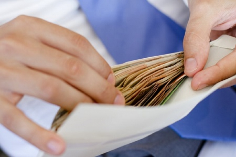Прощайте миллионные зарплаты: Кабмин запретил выплачивать вознаграждения и бонусы в госкомпаниях