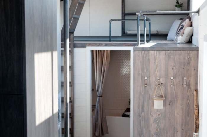 Есть и горячая ванна, и теплый расслабляющий душ.