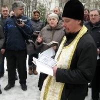 Полиция разогнала молящихся об открытии нового храма