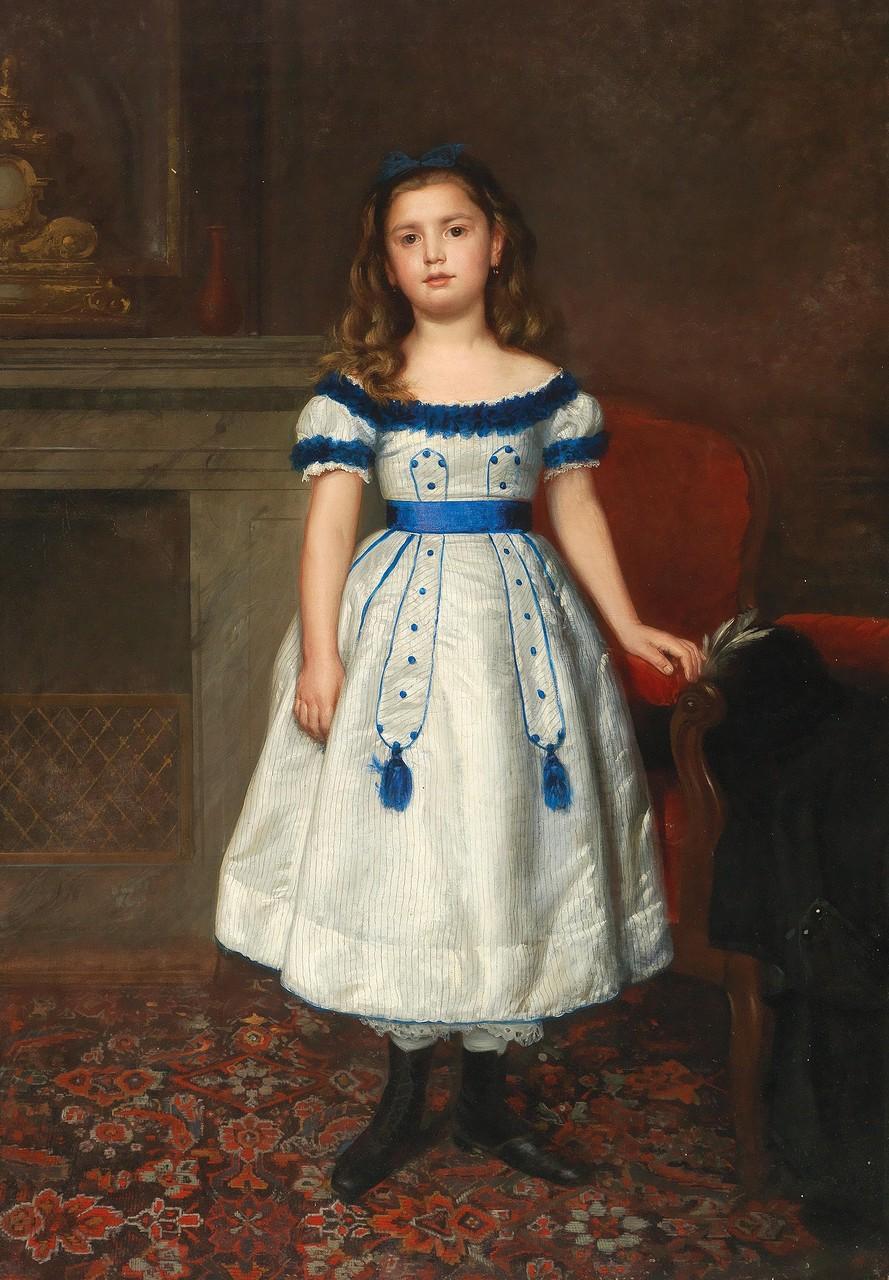 Künstler um 1870 Bildnis eines Mädchens in blau-weißem Kleid vor einem Kamin