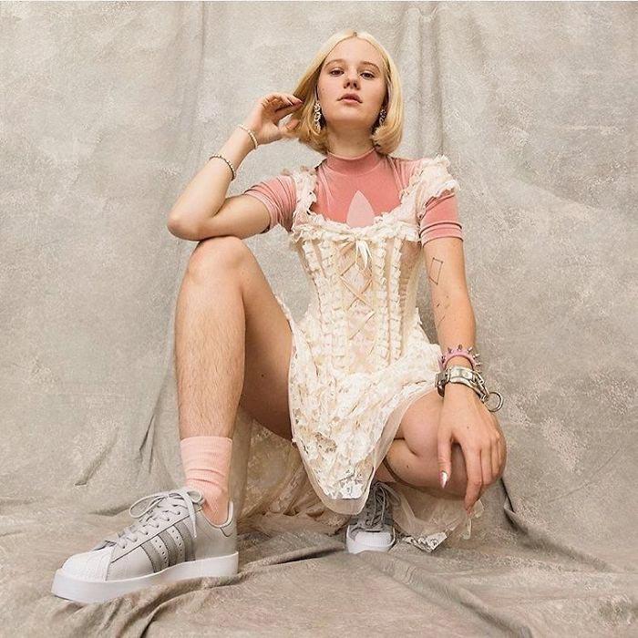 Арвида Бистрем, Arvida Byström, модель с волосатыми ногами, Арвида Бистрем реклама