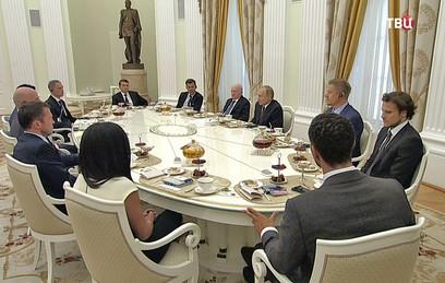 Путин встретился с легендами мирового футбола
